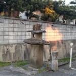 丸亀・金比羅街道 自然石の燈籠と百二十四丁石